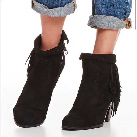 6b9ede3df8c7d5 Sam Edelman Louie Fringe-Trimmed Ankle Booties. M 5ad2d4aba4c485bbf4fdddae